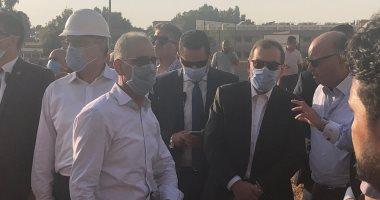 Photo of كبار المسئولين ينتقلان إلى موقع حريق خط البترول بطريق الإسماعيلية