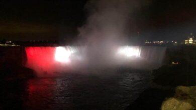Photo of إضاءة شلالات نياجرا الكندية بألوان العلم المصري .. لأول مرة