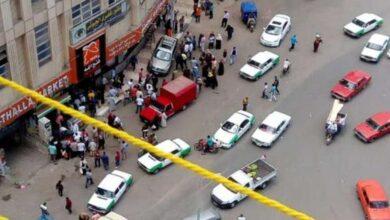 Photo of سيارة مسرعة تصعد الرصيف وتدهس طابور أمام ماكينة ATM بدمنهور