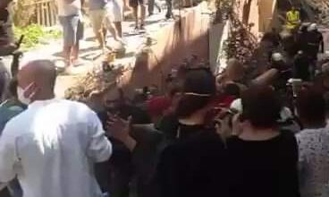 Photo of انتشال شخص حي من تحت الأنقاض اليوم بعد الإنفجارات في بيروت