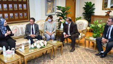 Photo of وزيرة التضامن ومحافظ أسيوط يجتمعان برجال الأعمال