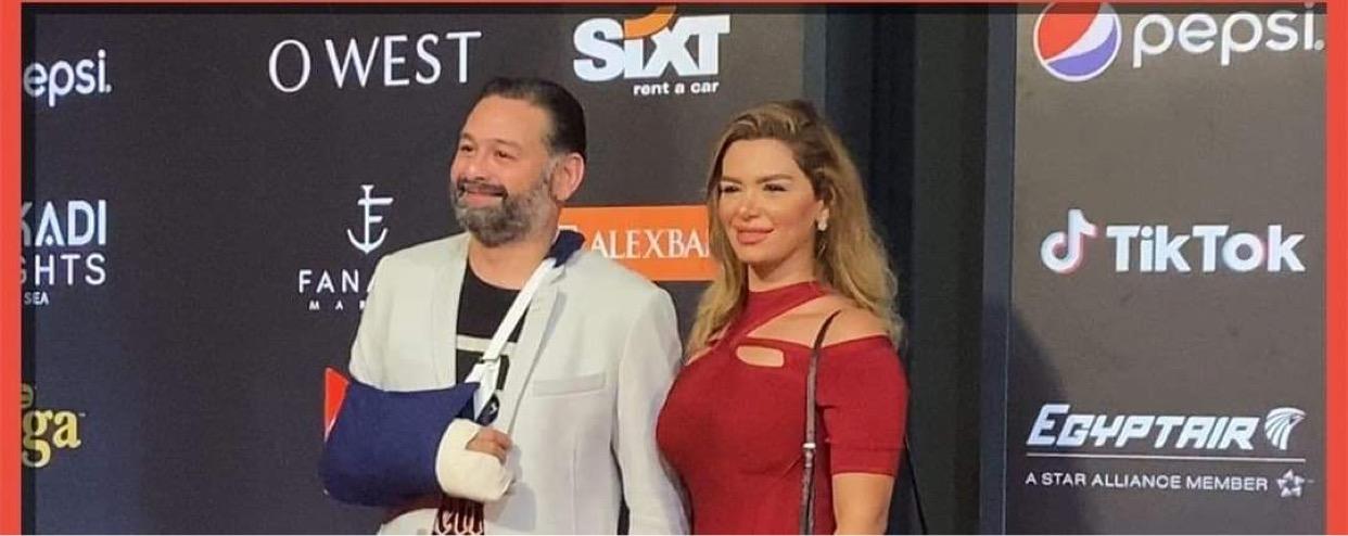 """أمير شاهين وزوجته على السجادة الحمراء فى مهرجان الجونة """"بـ الجبس"""""""