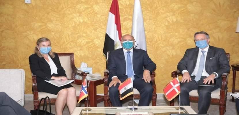 وزير النقل يعقد اجتماعاً موسعاً مع سفيري الدنمارك والنرويج بالقاهرة