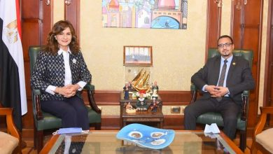 Photo of السفيرة نبيلة مكرم: التعاون لحل أزمة المصريين العالقين في سلطنة عُمان