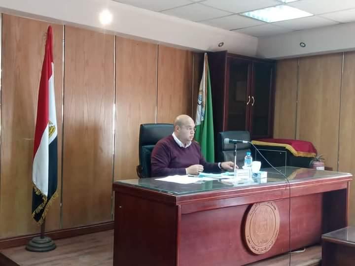 الشهابي يعقد أجتماعا لمتابعه الموقف التنفيذي لمشروعات مياه الشرب