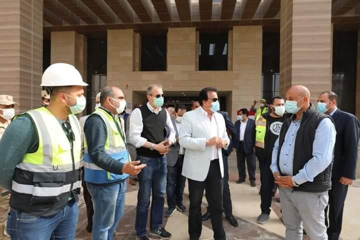 عبد الغفار يتفقد مبنى وزارة التعليم العالي بالعاصمة الإدارية الجديدة
