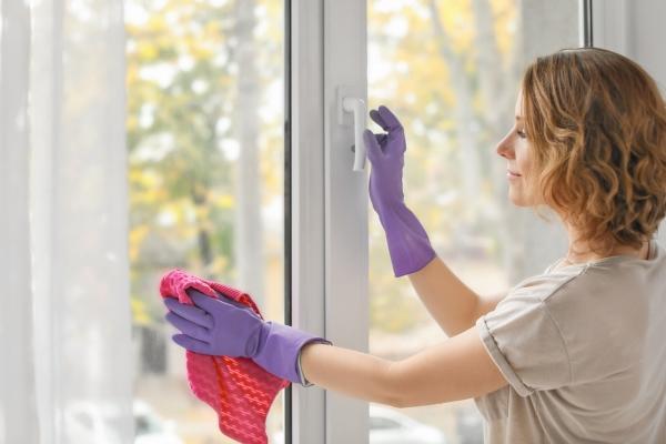 أخطاء شائعة يجب أن تتجنبيها أثناء تنظيف المنزل