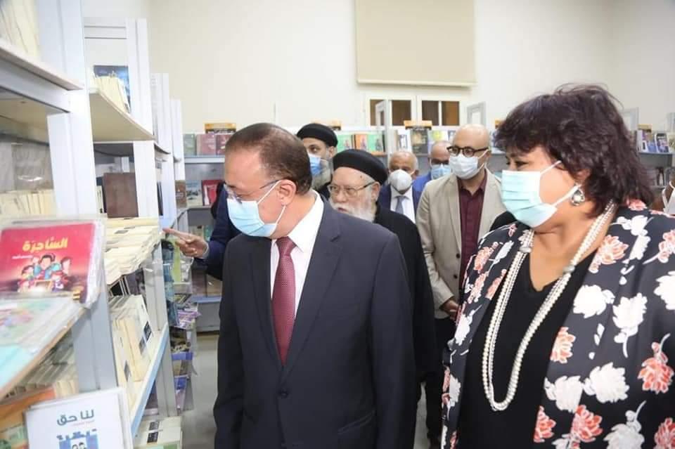 عبد الدايم والشريف يفتتحان الدورة الخامسة لمعرض الكتاب بالكاتدرائية المرقسية بالإسكندرية