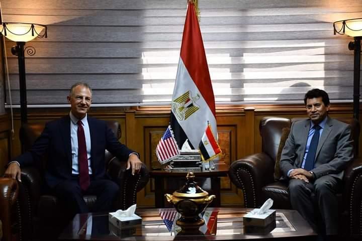 صبحي يبحث مع السفير الأمريكي بالقاهرة تعزيز التعاون المشترك