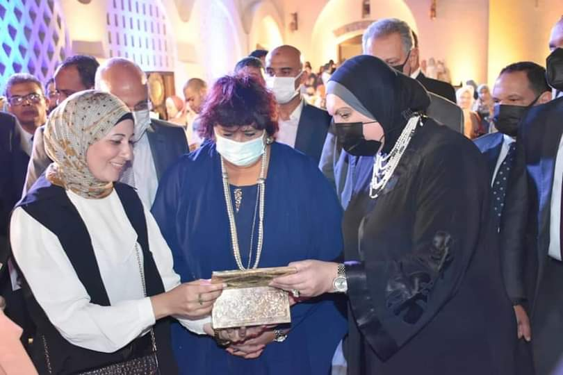 عبد الدايم وجامع تسلمان شهادات تخرج الدفعة الأولى من صنايعية مصر