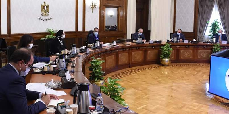 مدبولي يستعرض مقترحا لإنشاء مركز لتصنيع السيارات شرق بورسعيد