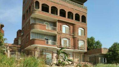 Photo of إزالة مبنى مخالف من خمسة أدوار يقع على النيل مباشرة بحلوان