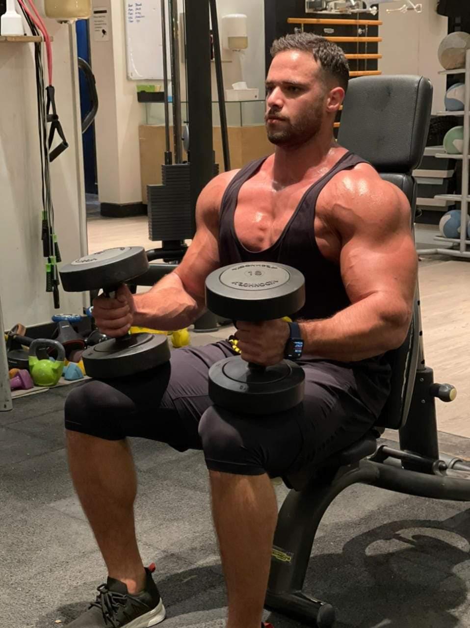 محمد سليمان يكشف أسرار تقوية عضلات البطن