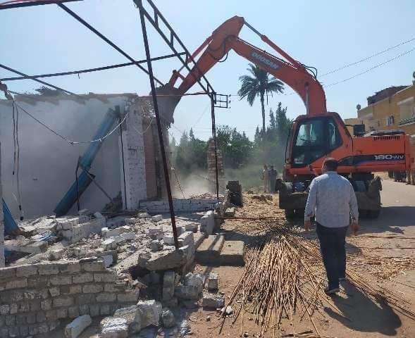 إزالة ١٠٩ حالة تعدي على مساحة ١٠ ألاف و٣١٥ متر مباني و٦١ فدان و٧ قيراط بنطاق المحافظة