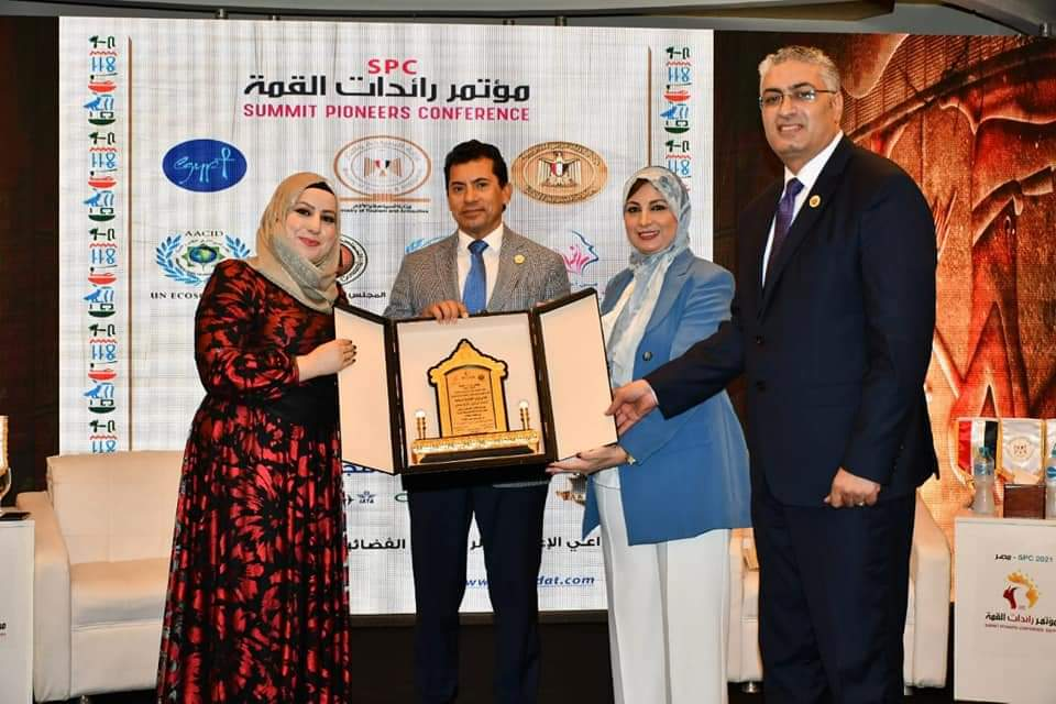 وزير الشباب والرياضة يشهد افتتاح مؤتمر رائدات القمة