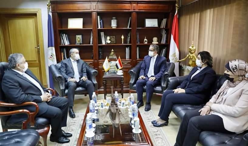 العناني ومنار يعقدان اجتماعاً موسعاً لمناقشة عدد من الموضوعات التي تساهم في الترويج السياحي لمصر