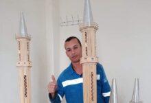 Photo of أبو المجد يتفنن في محاكاة مسجد بأعواد الكبريت